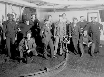 Grupo de artilleros del USS Maine (Library of Congress).